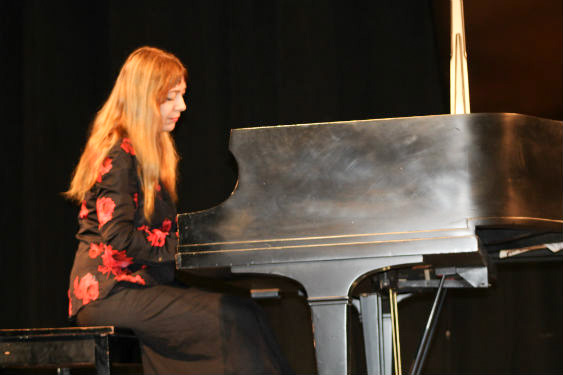 World famous pianist, Katya Grivena performs for SHMS students